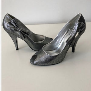 Bakers shoes Size 7 In Pewter With Bows